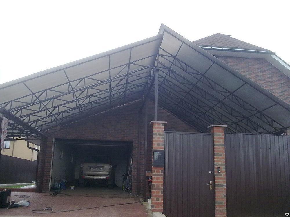 Односкатный навес  пристроенный к гаражу