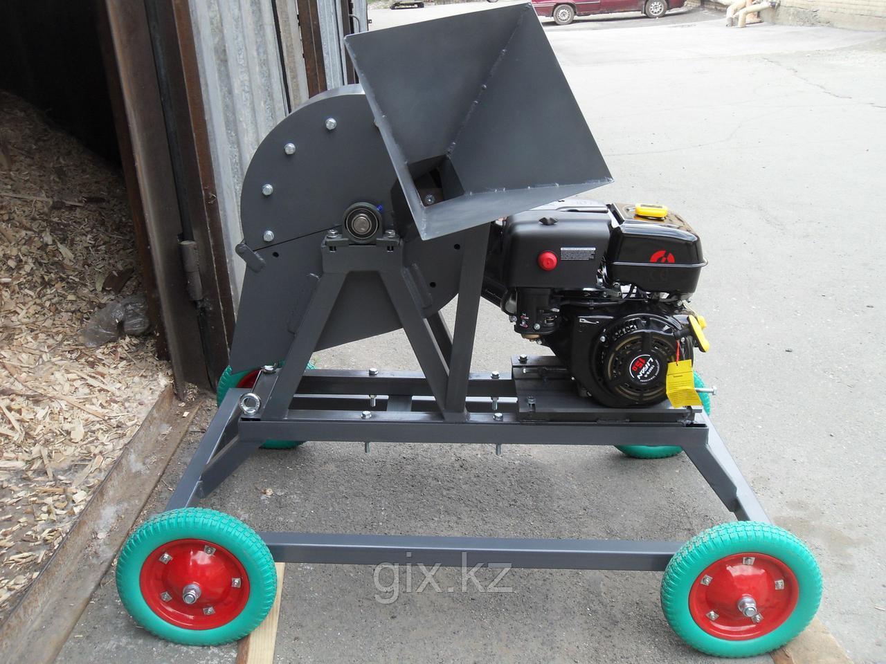 Щепорез-измельчитель Д350 (с увеличенным бункером, на колесах, съемное сито)