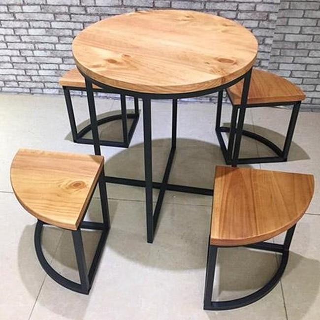 Набор стол и табуреты для баров или кафе