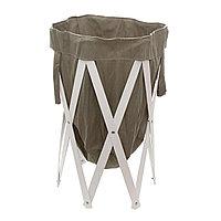 Серая корзина для белья из ткани с деревянной рамой.