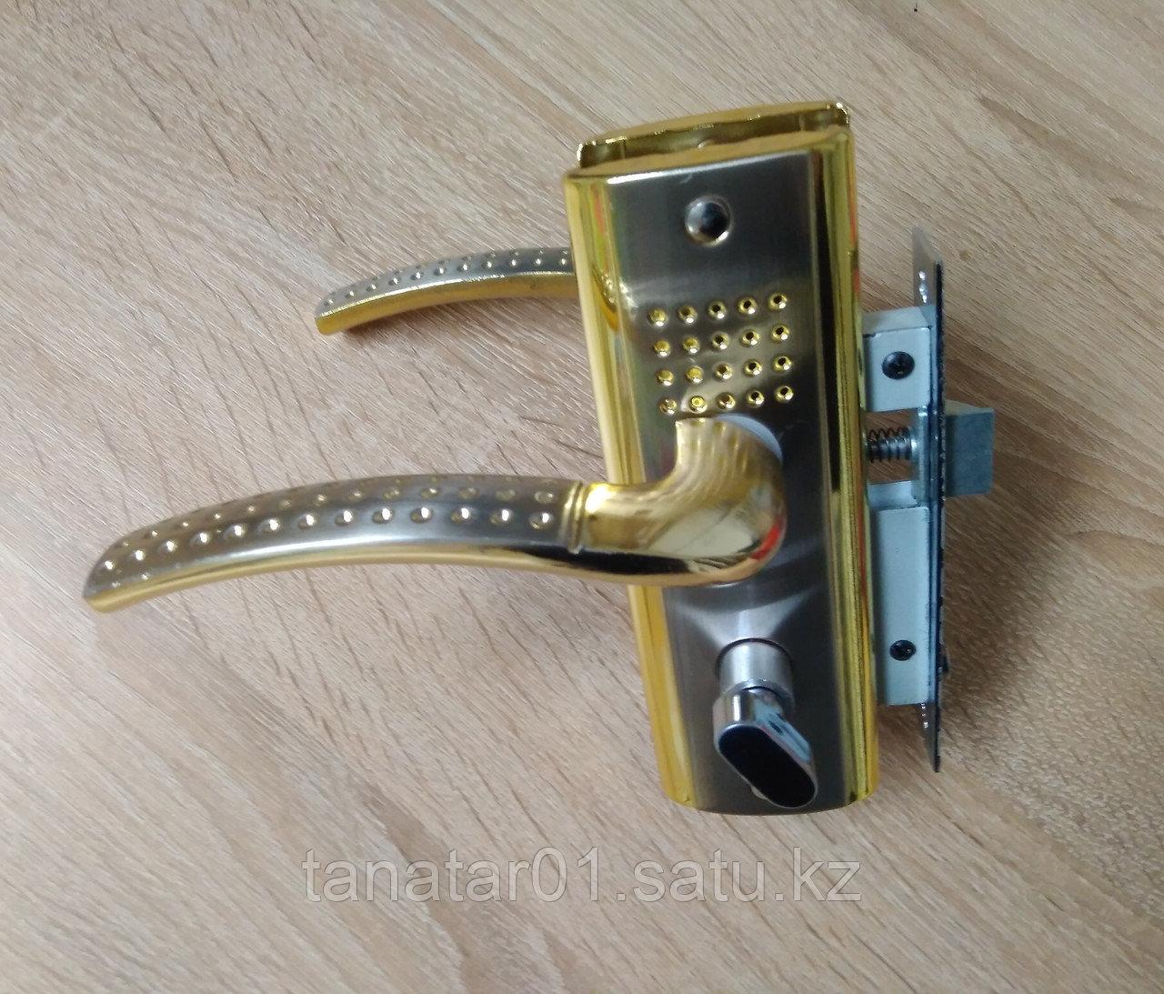 Дверная ручка APS  S3011-96-SN  с замком Золото