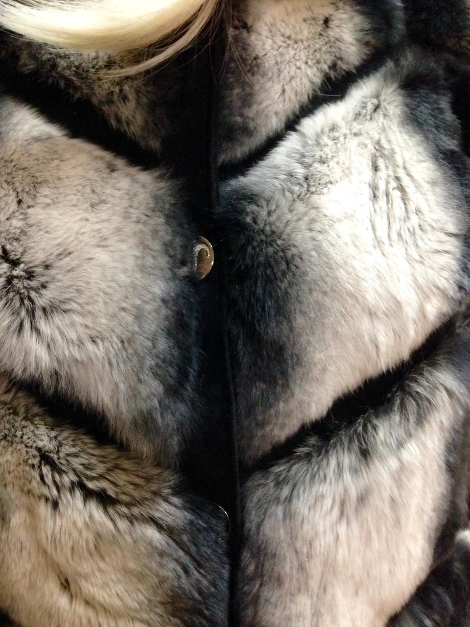 Шуба женская из меха шиншилла рекс - фото 8