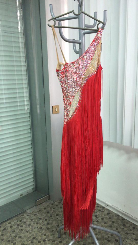 Красное платье для танцев
