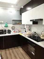 Кухонный гарнитур черно - белый