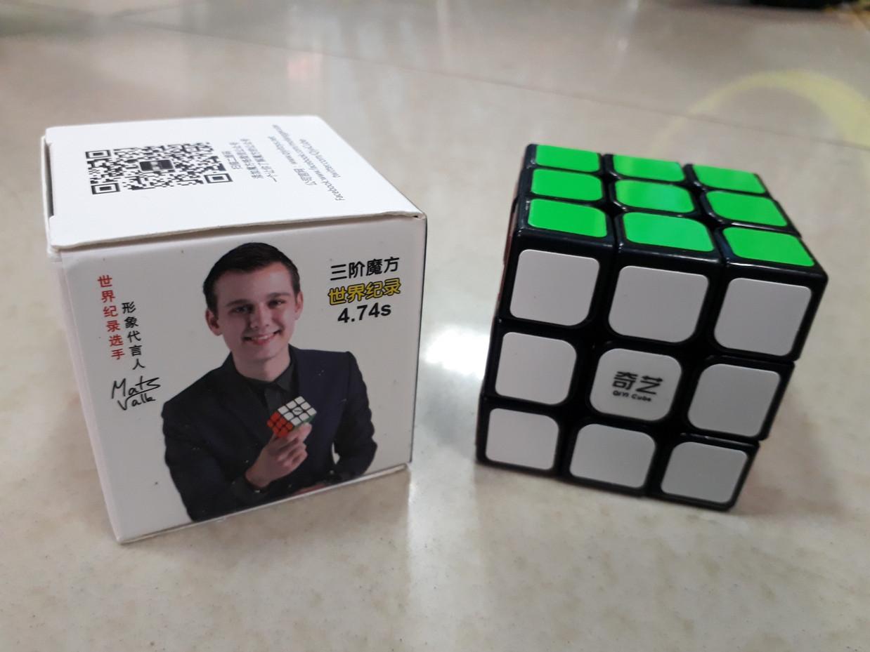 Кубик Рубика 3 на 3 Qiyi Cube в черном пластике