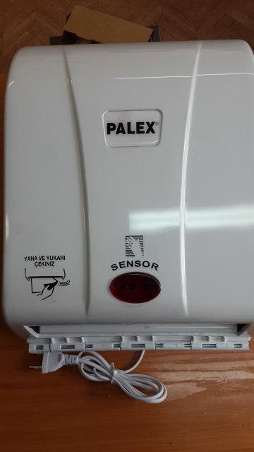 Диспенсер автоматический для рулонных полотенец