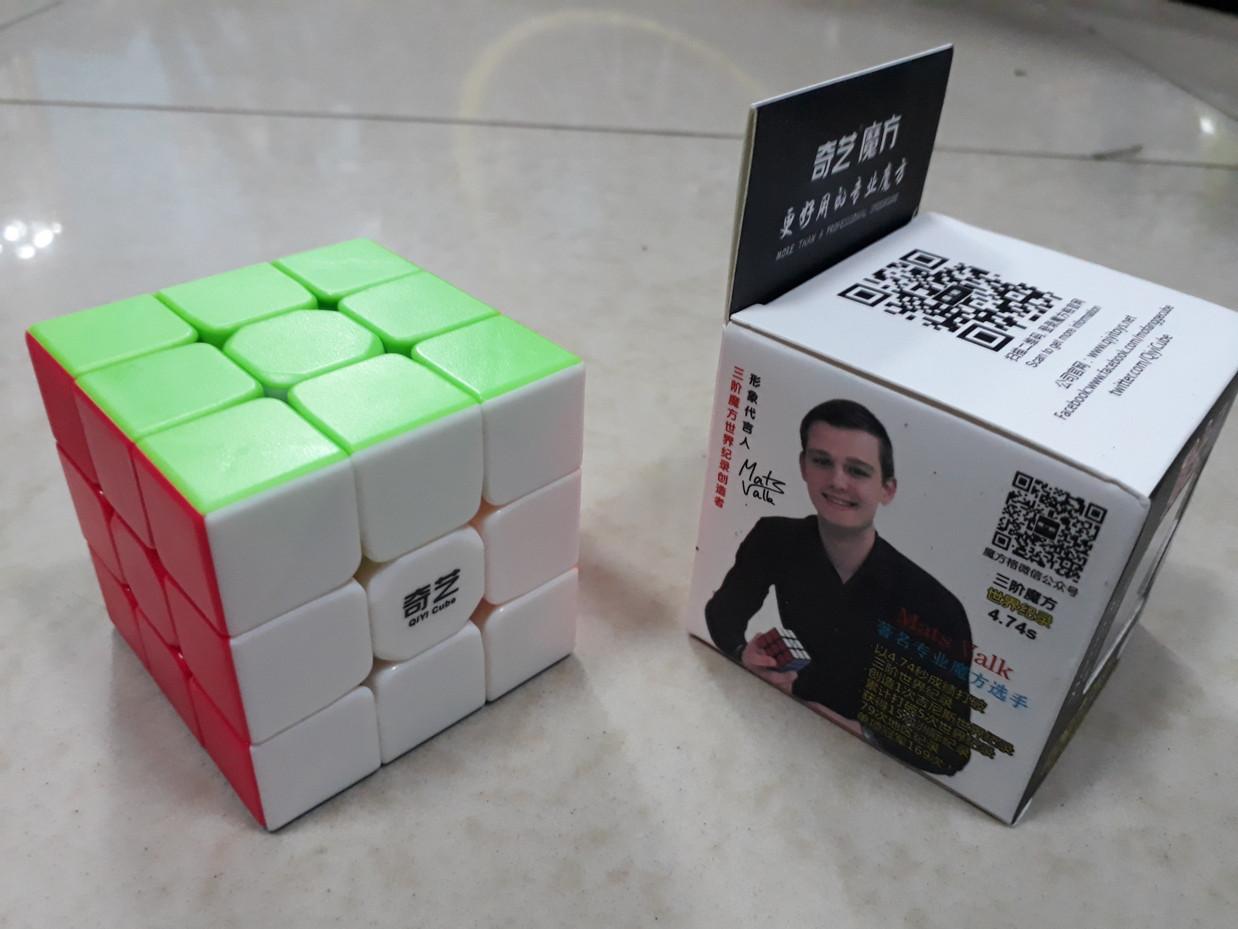 Профессиональный Кубик Рубика 3 на 3 Qiyi Cube в цветном пластике