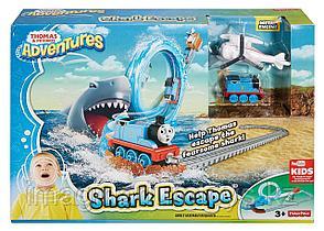 Железная дорога с паровозиком Томасом «Побег от акулы»