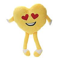 Подушка в виде сердца из полиэстера.