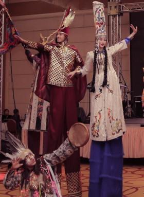 Ходулисты, мимы, хостес! Танцы на ходулях