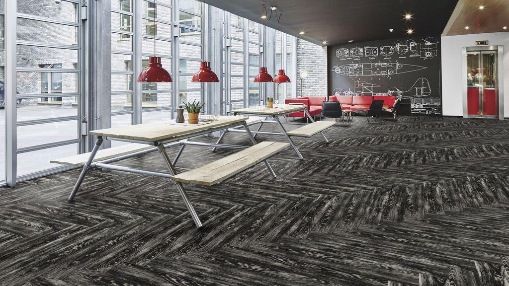 ПВХ плитка Forbo Effecta Professional 4031 P Black Reclaimed Wood PRO