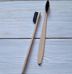 Бамбуковая зубная щетка черная.