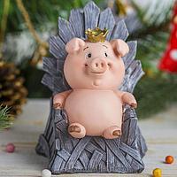 """Копилка полистоун """"Розовый поросёнок-принц на троне игры престолов"""" 12,5х10х10 см"""