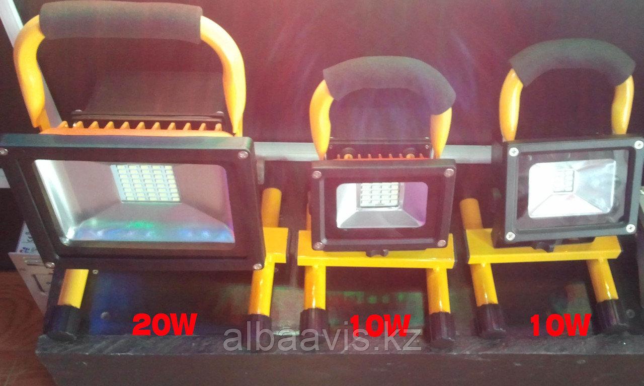 Прожектор светодиодный 20 W переносной с аккумулятором