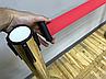 Золотая стойка с вытяжной лентой красного цвета, фото 10