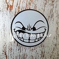 Наклейка на автомобиль злой смайлик