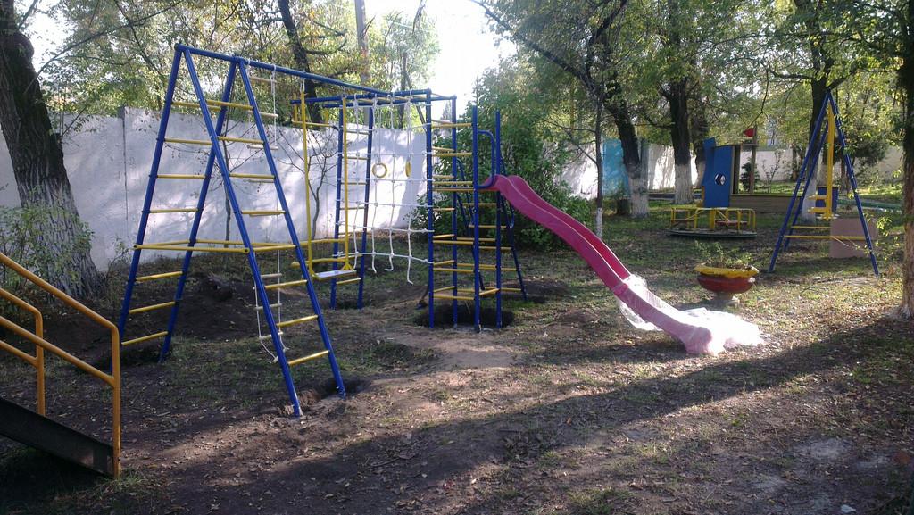 Установка детских спортивных комплексов в Детском Доме №1