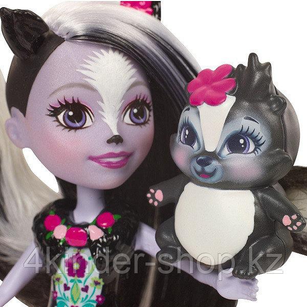 Mattel Enchantimals DYC75 Кукла Седж Скунси, 15 см - фото 4