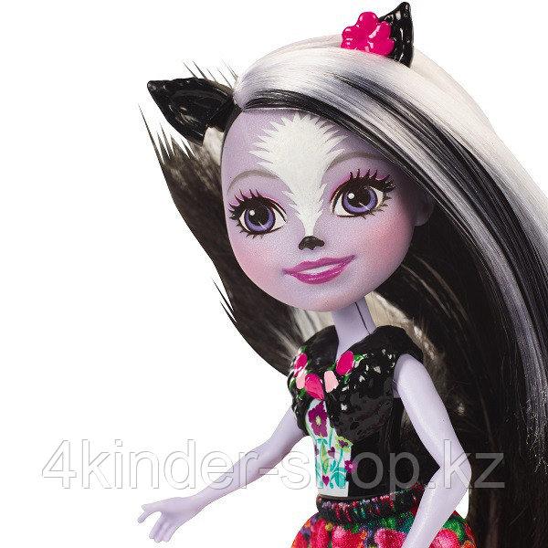 Mattel Enchantimals DYC75 Кукла Седж Скунси, 15 см - фото 5