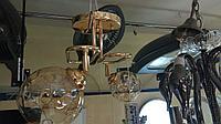 Люстра потолочная в золоте с 2мя плафонами