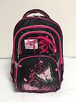 Школьный рюкзак для девочек в 1-й класс. Высота 38 см, ширина 26 см, глубина  16 см.