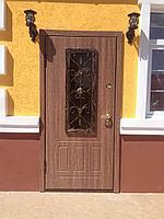 Дверь стальная снаружи МДФ и стеклопакет с ковкой