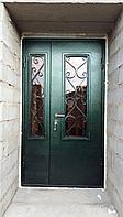 Дверь стальная двухстворчатая со стеклопакетом и ковкой