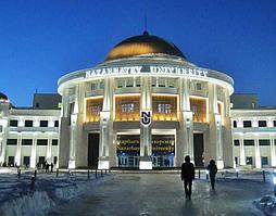 NAZARBAYEV UNIVERSITY.  Год - 2014 г. Елка - 9 метров. Время доставки - 4 дня. Изготовлена согласно фирменному стилю бренда.