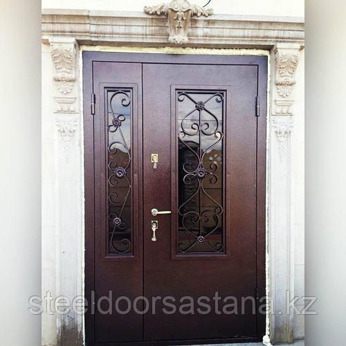 Дверь стальная со стеклопакетами на двух створках и ковкой