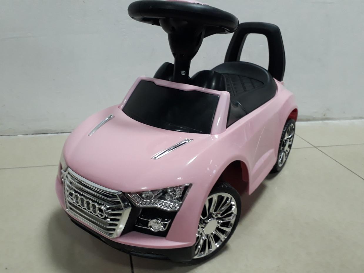 Толокар-машинка Audi для девочек