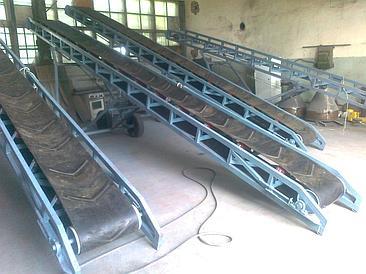 Ленточный транспортер для загрузки мешков в вагоны