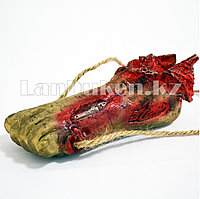 Кровавая нога на верёвке на Хэллоуин (Halloween)