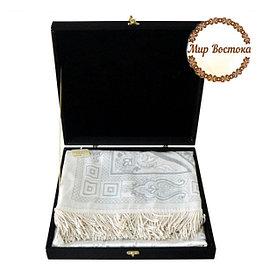 Мусульманский сувенир. Подарочный жайнамаз в черной бархатной шкатулке