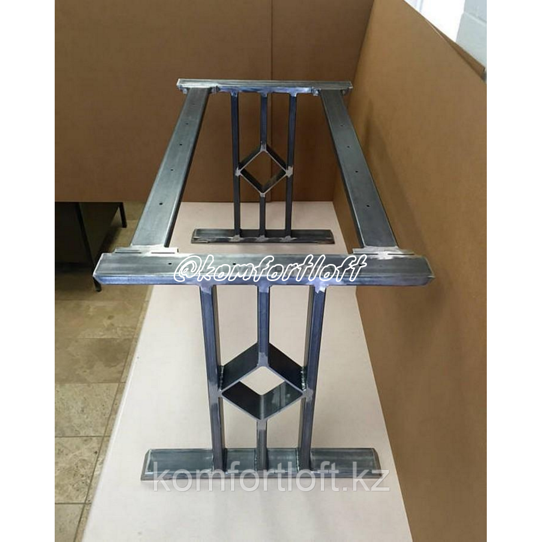 Стол в стиле Loft на металлическом основании