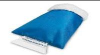 Пластиковый скребок для лобового стекла с теплой варежкой. Цвет Синий