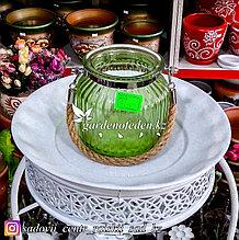 Стеклянная, декоративная ваза с ремешком. Цвет: Зеленый.  Высота 15см.