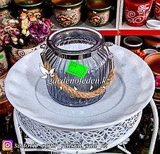 Стеклянная, декоративная ваза с ремешком. Цвет: Серый. Высота 15см.