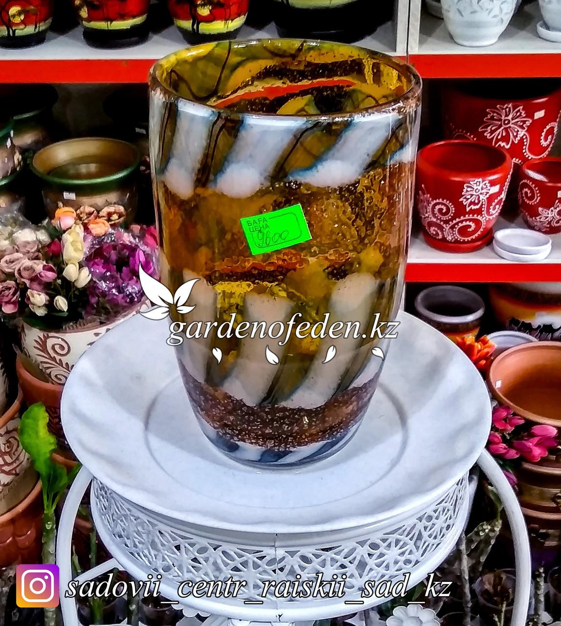 Стеклянная, декоративная ваза. Высота 30см. Цвет: Желтый. Узор в тигриную полоску.