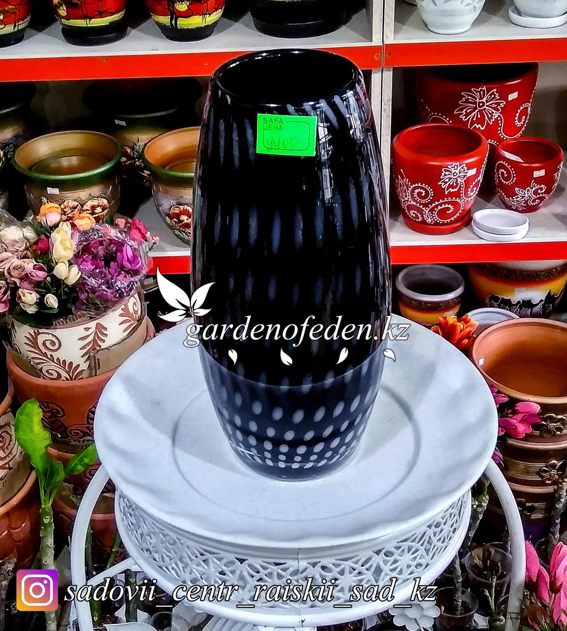 Стеклянная, декоративная ваза. Высота 30см. Цвет: Черный. Узор пятнышки и полоски.