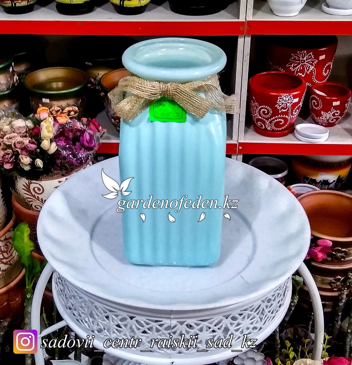 Стеклянная, декоративная ваза. Высота 20см. Цвет: Голубой.