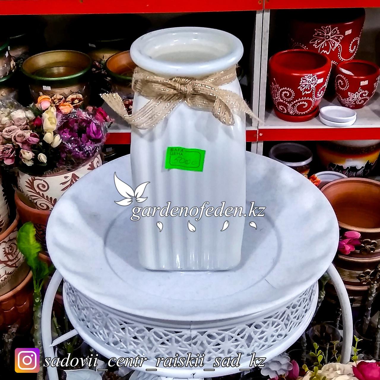Стеклянная, декоративная ваза. Высота 20см. Цвет: Белый.
