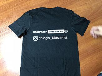 Нанесение надписи на футболках