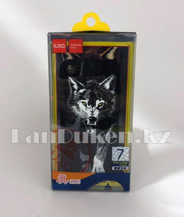 CHekhol na Ajfon 7 (iPhone 7) Luxo silikonovyj matovyj print volk s oskalom zheltye glaza