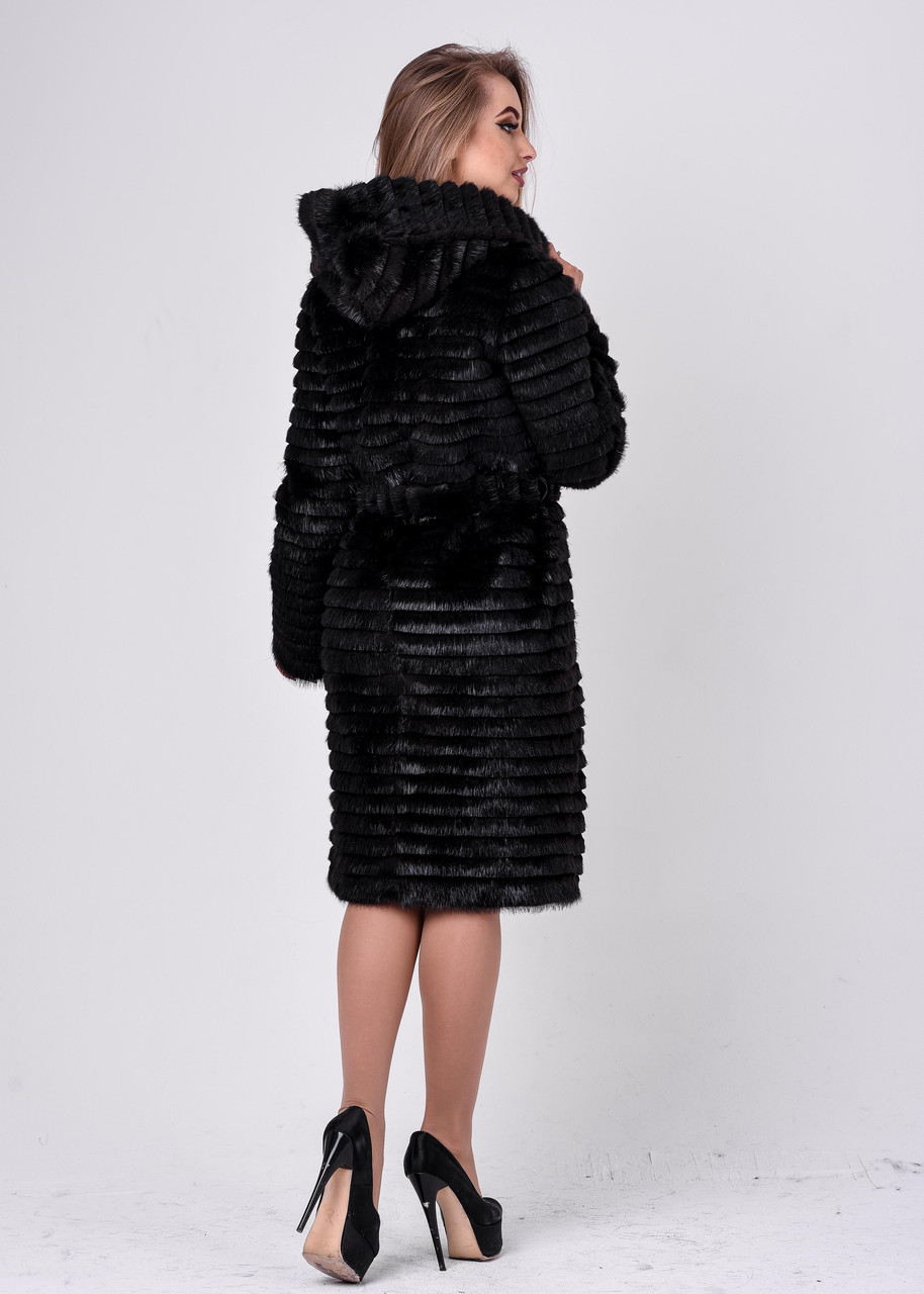 Зимняя женская шуба из нутрии со ступенчатой стрижкой и капюшоном - фото 5