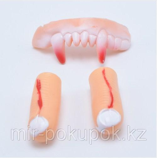 Зубы вампира  с пальцами на Хэллоуин  Алматы