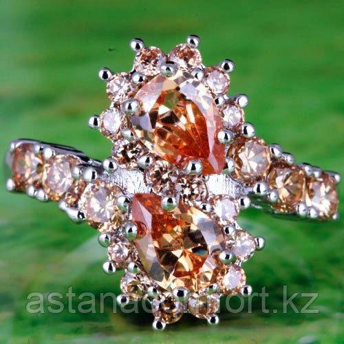 Серебрянное очаровательное  кольцо с камнями.