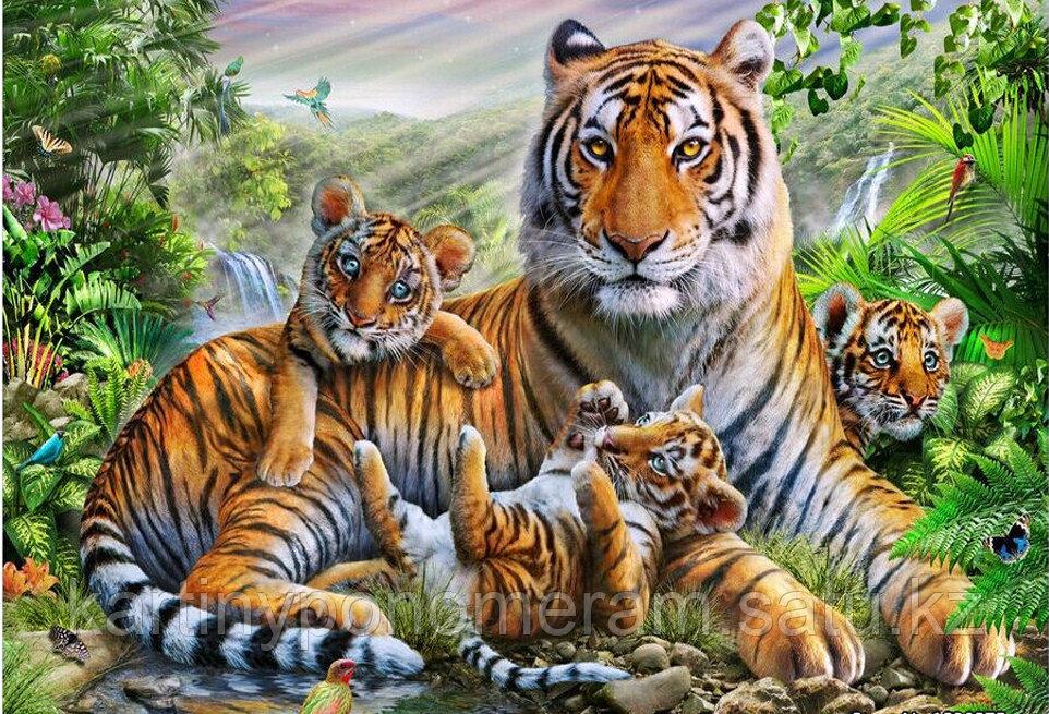 """Картина стразами на подрамнике (50х60 см) """"Тигрица с котятами"""""""