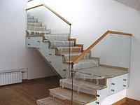 Стеклянные перегородки для лестниц