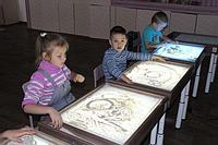 Студия для рисования песком (7 столов, 10 кг. песок).Интерактиная доска, проектор, вебкамера, штатив.