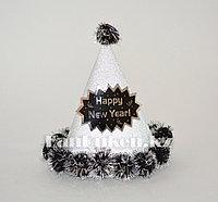 Шапка конус блестящая с помпонами С Новым Годом (Happy New Year) серебряная